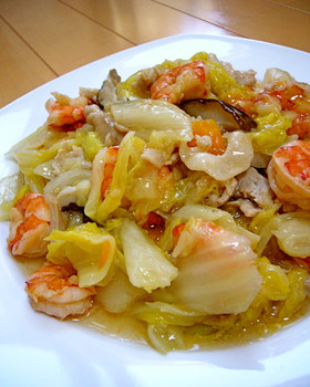 八宝菜をもっと手軽に♪エビと白菜の塩炒め