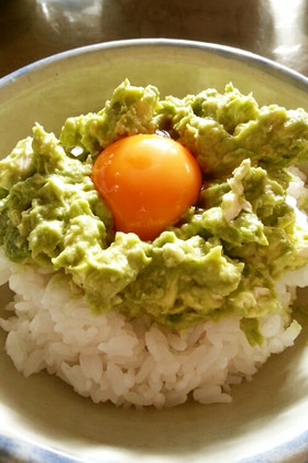 アボカドクリームチーズの卵かけご飯