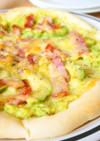 アボカドベーコンのピザ