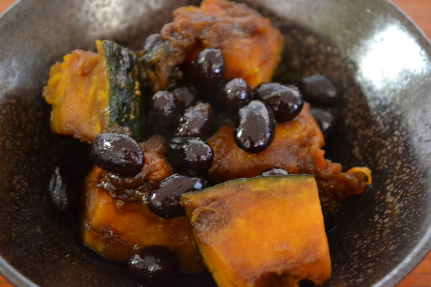簡単お正月の黒豆リメイク☆かぼちゃの煮物