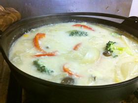 クリーミーで温かい!酒粕入り野菜チーズ鍋