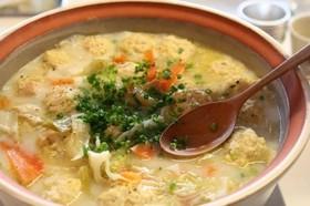 簡単おいしい牡蠣と鶏団子のチャウダー鍋