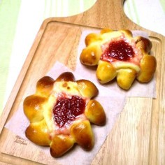 ジャムとクリームチーズのパン