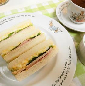 *行楽に*ハムと卵とレタスのサンドイッチ