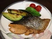 超鉄板♪鮭とアボカドのバター醤油焼きの写真