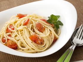 ザク切りトマトとバジルのシンプルパスタ