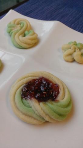 絞り袋にきれいに生地を入れる技でクッキー