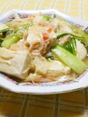 青梗菜と豆腐とかにかまのうま煮の写真