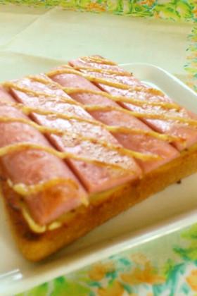 こんがりマヨの魚肉ソーセージトースト
