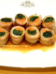 お弁当にほうれん草とニンジンの豚バラ巻きの写真