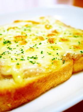 朝食のトーストに♪ツナマヨ☆ピザトースト