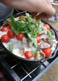アウトドア料理:豚肉とアサリのワイン蒸し