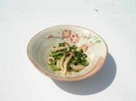 干物の入った大粒しめじの和洋サラダ