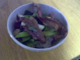 カリカリ豚バラ丼