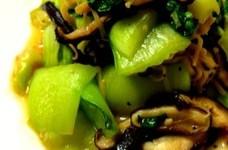 簡単ヘルシー干しきのこ&青梗菜の塩麹炒め