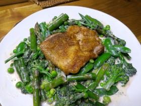 春野菜の生クリームソースと鶏のフリカッセ