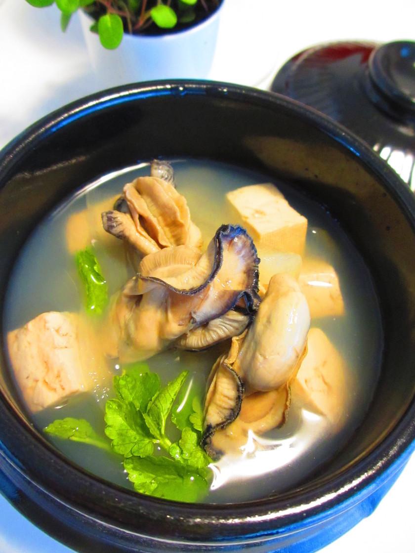 牡蠣と大根・豆腐の旨みスープ。