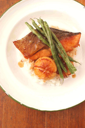 鮭とホタテの照り焼きバター丼