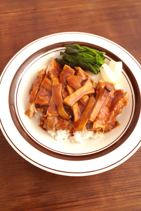 鶏ステーキデミグラス丼
