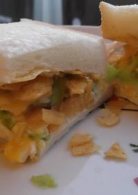 春キャベツとポテトチップスのサンドイッチ