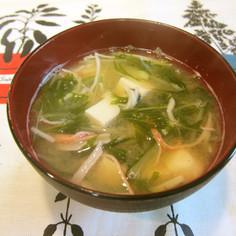 彩り綺麗✿水菜と豆腐とカニカマの味噌汁