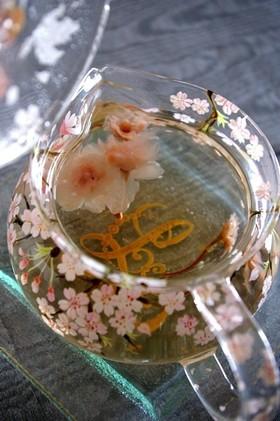 桜茶の美しい淹れかた