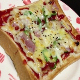 朝ごはんにもランチにも♡ピザトースト