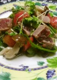 炙りマグロと野菜のサラダ