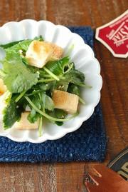 三つ葉とカリカリ揚げの甘酢和えの写真