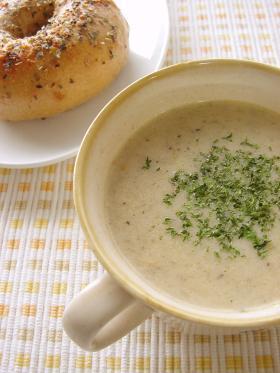 手軽にできるしめじのミルクスープ。