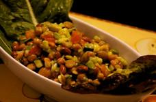 豆とアボカドのサラダ