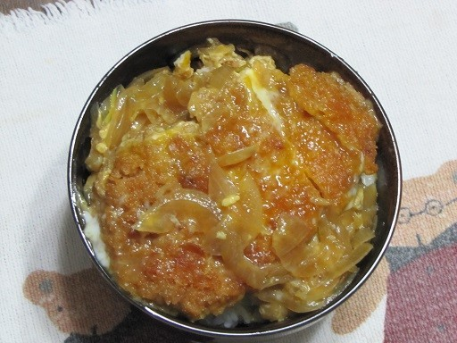 麺つゆと砂糖の味付け カツ丼