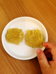 手づかみ離乳食☆モチモチごまさつま芋の写真