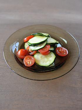 ズッキーニトマトサラダ