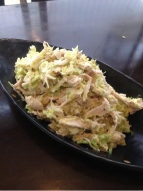 キャベツと蒸し鶏のサラダ