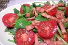 サラダほうれん草とトマトのオリーブサラダ