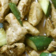 鶏ささみときゅうりのピリ辛炒め
