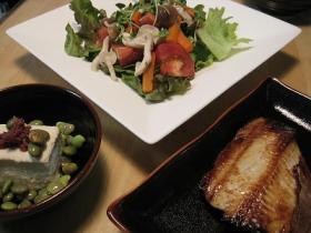 ホッケ焼きとサラダ 豆腐梅枝豆のせ  居酒屋風ゴハン