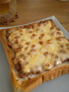 納豆チーズトーストの画像
