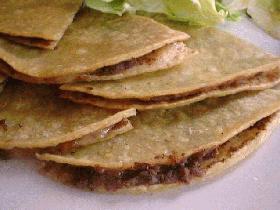 ヘルシーでおいしいブラックビーンケセディアス(メキシコ料理)