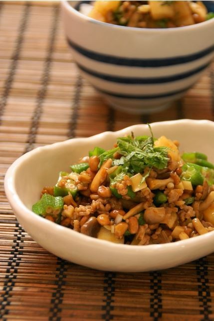 納豆と挽肉、ネバネバ野菜の中華風炒め