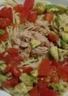 トマトとアボガドのパスタ