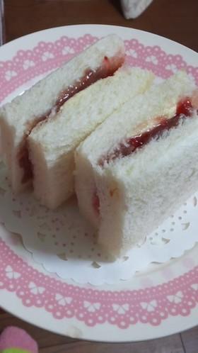 *苺とあんこのサンドイッチ*