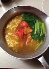 袋麺にトマト(○゜ε゜○)