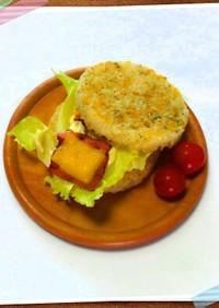 ベーコンレタスチーズのライスバーガー