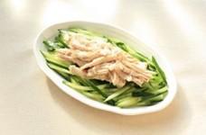きゅうりと蒸し鶏のごまドレッシングサラダ