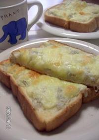朝ごはん♪めざせ骨太じゃこチーズトースト