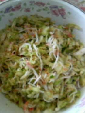 キャベツとカニ蒲鉾のごまサラダ