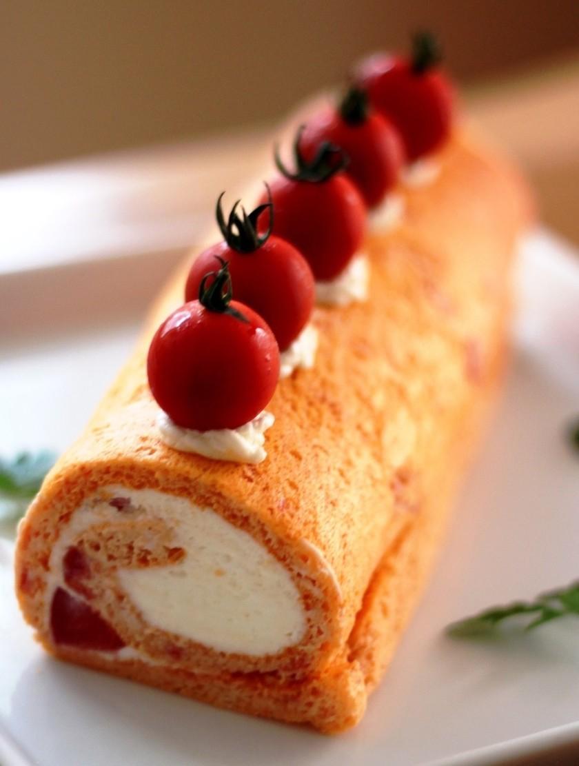 トマトとチーズの米粉ロールケーキ