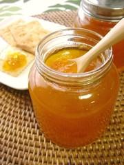 南高梅の蜂蜜ジャム。の写真